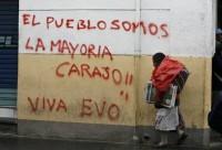 Ayer por la noche se anunció que el gobernador de Cochabamba, Manfred Reyes Villa, desistió de su propósito de convocar a un segundo referendo sobre la autonomía regional. Luego de cuatro días de intensas protestas, que dejaron un par de muertos y más de cien heridos, la ciudad está prácticamente militarizada ante el temor de nuevos enfrentamientos