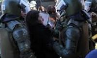 Concepción, Chile: reportera apresada con otras mujeres, golpeada y borrados los registros de su cámara