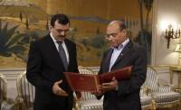 Alí Larayedh, primer ministro tunecino, y el presidente Moncef Marzouki