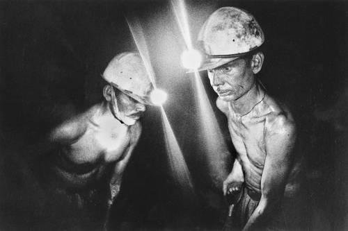 Trabajadores en la construcción del eurotúnel entre Francia e Inglaterra.