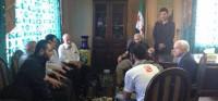 John McCain se reúne con el estado mayor del Ejército Sirio Libre. Durante el encuentro conversa precisamente con Ibrahim al-Badri, el hoy autoproclamado califa Ibrahim. El hombre con gafas que aparece en la foto es el general Salim Idris.