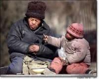 anciano y bebe pobres