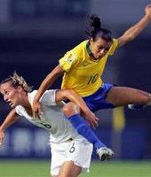 Brasil, mujeres futbolistas.  – LUCHADORAS SOLITARIAS